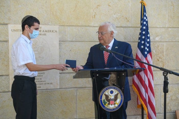 Menachem Zivotofsky receives first Jerusalem, Israel Passport