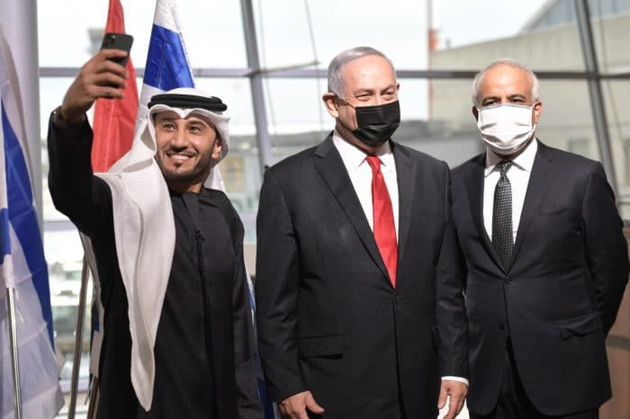 Netanyahu welcomes first commercial flight from Dubai to Tel Aviv